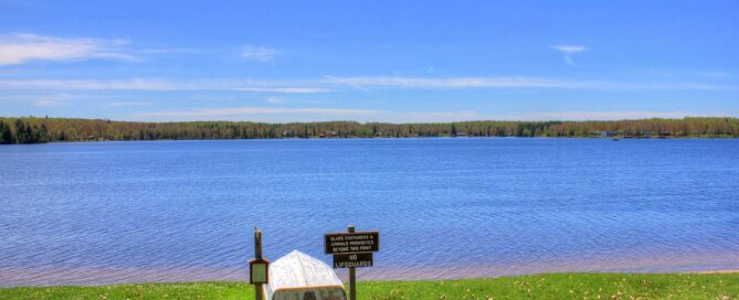 Gfp-michigan-twin-lakes-state-park-boat-looking-out-into-the-lake